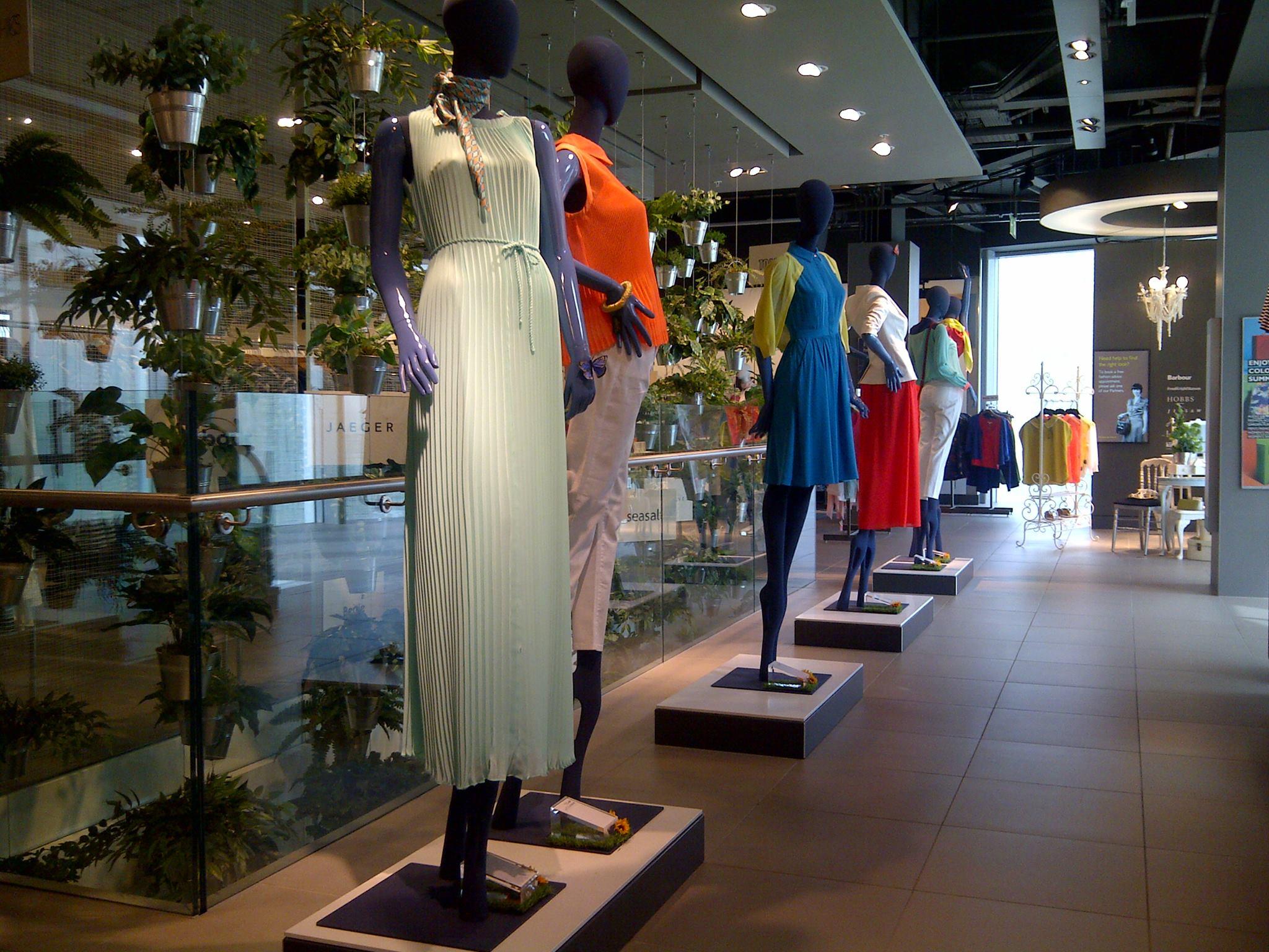 john-lewis-hybrid-store-exeter-internet-mannequins