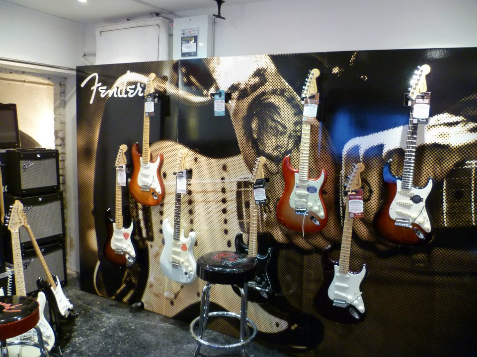 jimi-hendrix-pop-up-store-fender-guitars