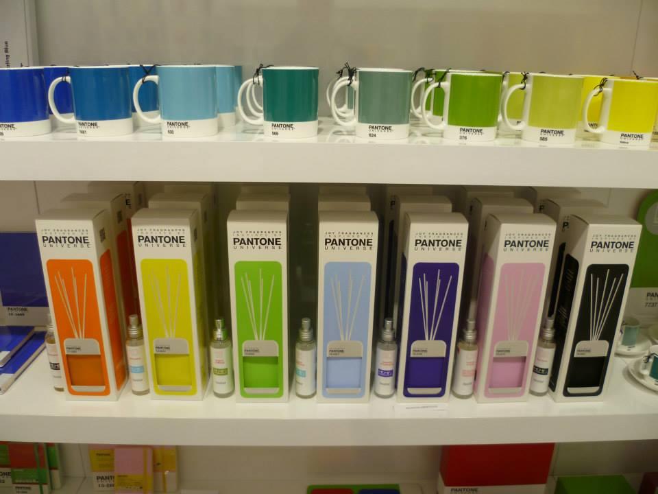 pantone-mugs-and-scent