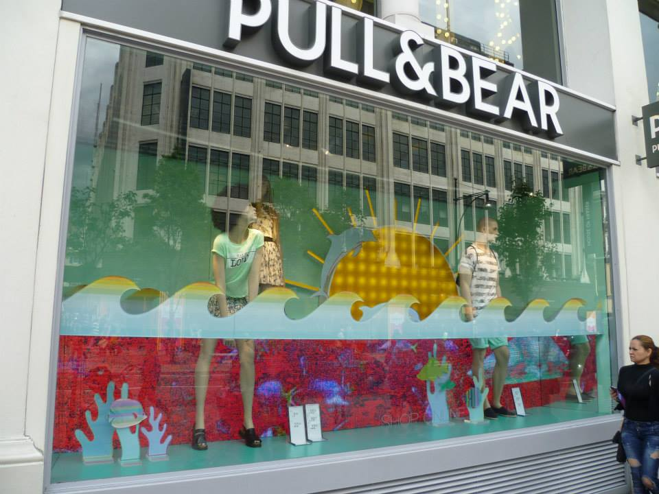 pull-and-bear-underwater-window