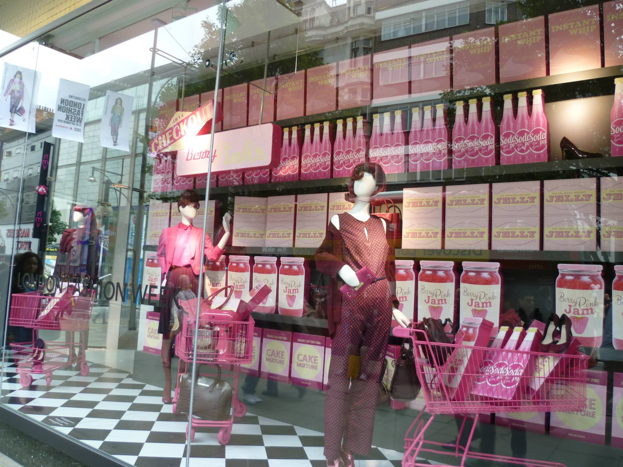 debenhams-fodd-fashion-windows-berry-pinks