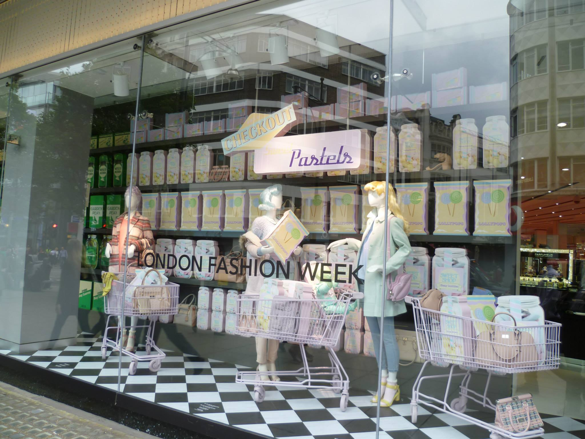 debenhams-fodd-fashion-windows-sweet-pastels