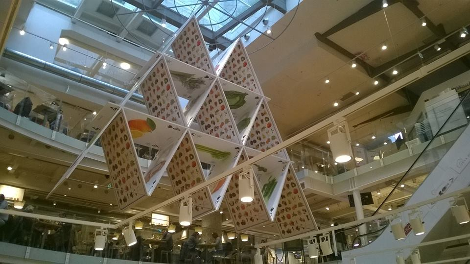 eataly-holding-all-the-cards