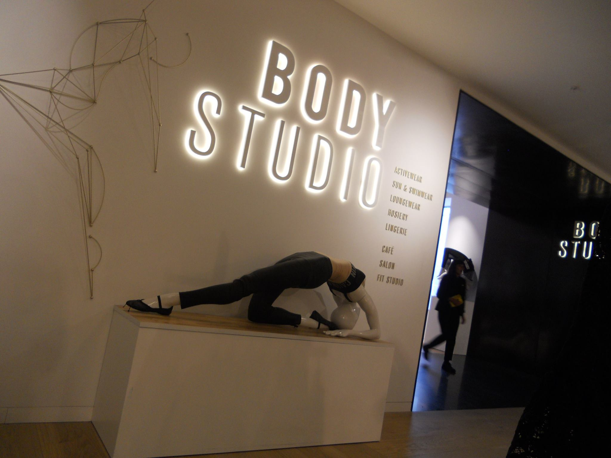 selfridges-body-studio-an-energised-entrance