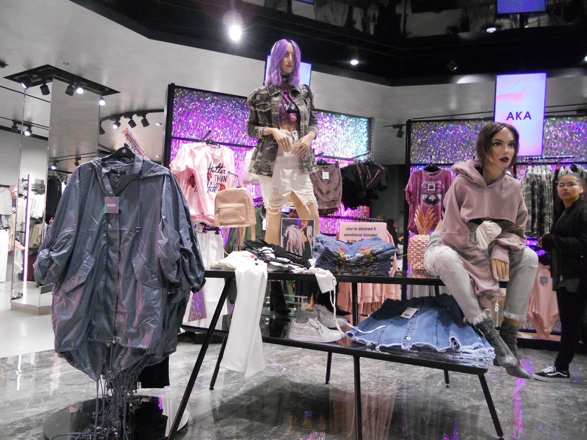 missguided-heat-seeking-fashion-table-motions